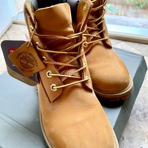 Timberland wheat boots! LIKE NEW!